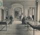 Exposition consacrée à la falunière de Grignon dans le vestibule du château. Vraisemblablement vers 1900. Carte postale datée de 1908 tirée de la photo précédente.