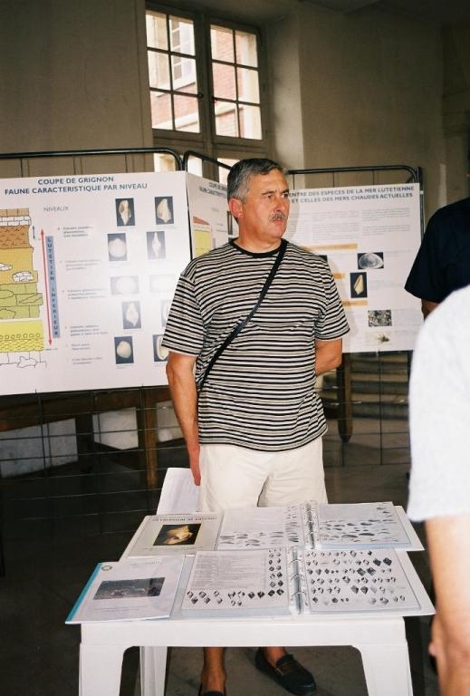 40- Guy lors de l'exposition sur le Lutétien