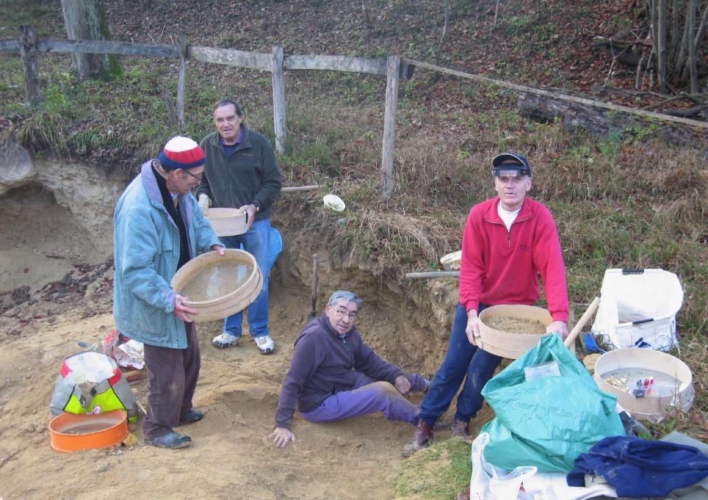 57- Décembre 2011, Equipe dans la falunière: Hervé, Claude, Jean-Marie et Daniel