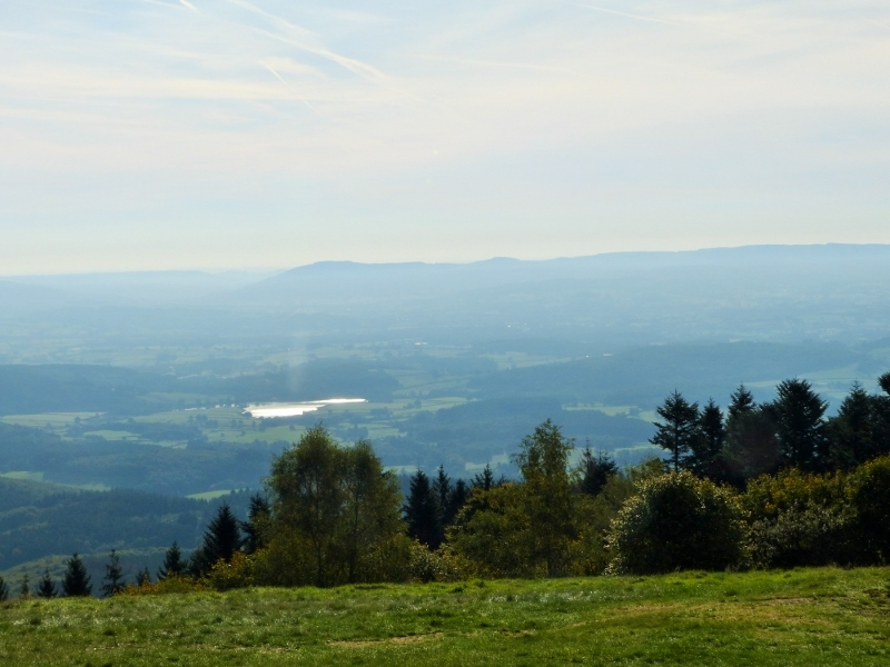 Vue vers l\'Est depuis le sommet du Mont Beuvray