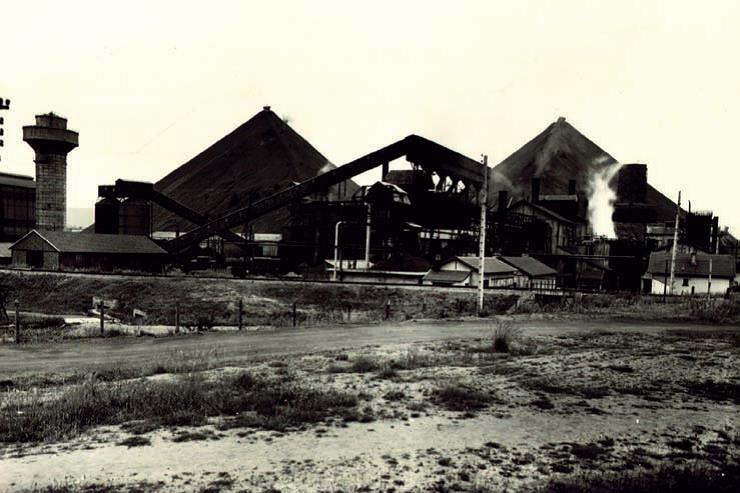 Vue générale de la station de pyrogénation de l'usine des Télots à Saint-Forgeot, près d'Autun - MHN Autun