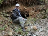 06-17 Pierre, notre guide, à Moulibez, ancienne mine de la Croix Rouge, Barytine