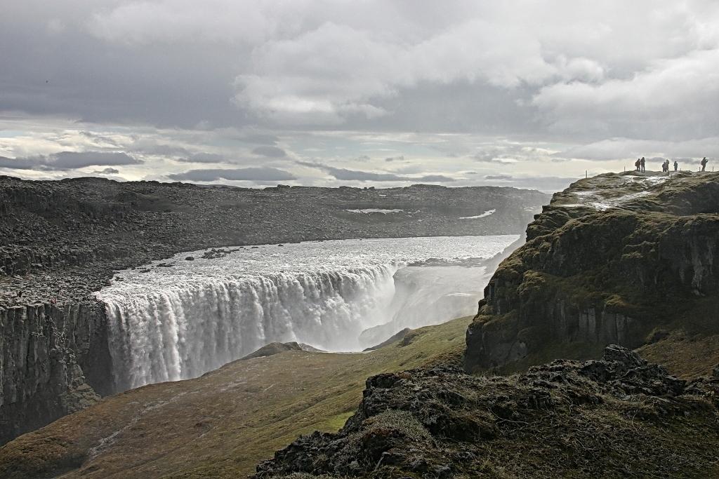 11- Une autre impressionnante faille taillée dans le basalte