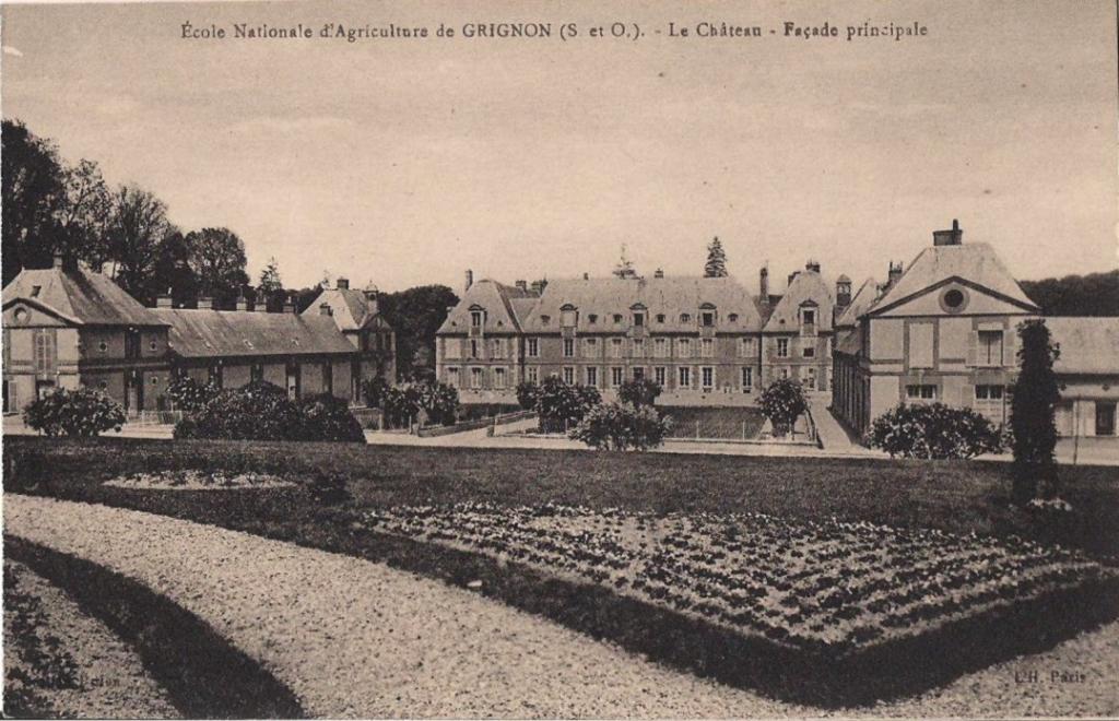 Grignon - Le château. Carte postale collection Maryse Le Gal