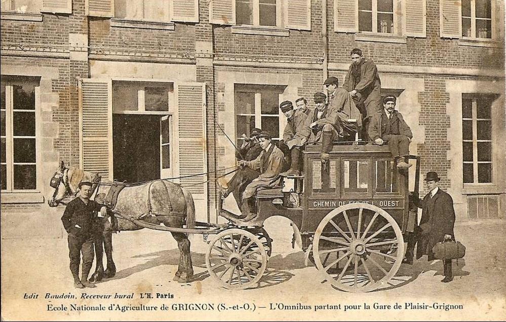 Grignon - L\'omnibus partant pour la gare de Plaisir Grignon