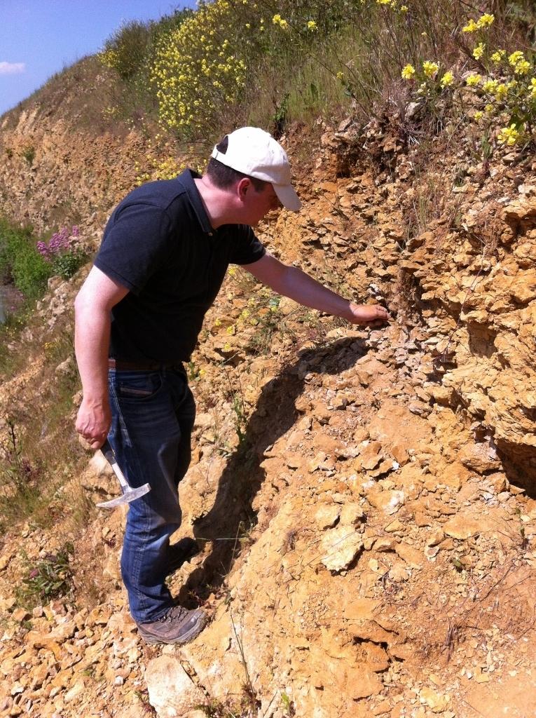 Yann à la recherche de Chondroceras. Photo Jacques