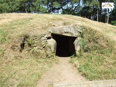 Entrée tumulus (tombe), Bono (56)