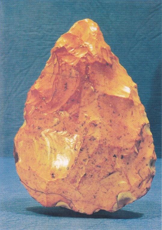 Paléolithique moyen, petit biface (5cm); bords de Loire (58)