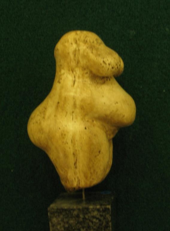 """Statuette féminine dite """"La poire"""", en ivoire de mammouth, découverte en 1892 dans la grotte du Pape à Brassempouy (Landes) - Gravettien vers 25000 BP - H=4,5 cm"""