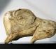 Bison se léchant - Abri de la Madeleine Tursac (Dordogne) - Fragment de propulseur (?) en bois de renne - Magdalénien 13000 BP - L=10,5 cm