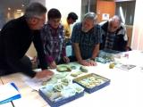 Présentation et identification des fossiles de Daniel. Photo Jacques