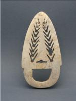 Pangosia, palette funéraire. Ile de Nouvelle Géorgie - Tridacna gigas fossilisé