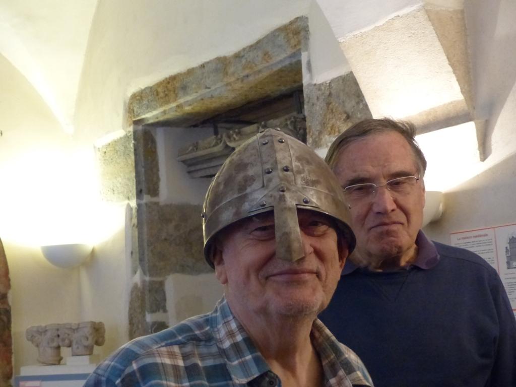 Gérard trouve plus seyant sans la cotte de amille