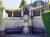 Monument à la mémoire d'Auguste Bella dans le parc du chateau