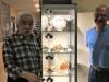 Daniel et Michel avait profité de l'après midi pour réaliser l'éclairage de la dernière vitrine colonne contenant des bois fossiles.