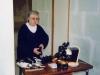 32- Novembre 1998 Maryse lors de la préparation de l'exposition sur le Lutétien