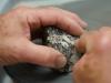 Opération de polissage d'une diorite orbiculaire