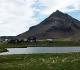 27- Budir,ancien volcan basaltique, sur la côte ouest, dans une région où, en une matinée de juin on ne croise qu'une seule voiture. Le paysage, classique : des prairies et au milieu, quelques rares fermes isolées.