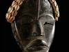 Masque de féticheur Dan à la coiffe ceinte de cauris - Guinée 196