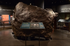 Les 34 tonnes de 'Ahnighito' en place à l'American Natural History de New York - Photo AMNH
